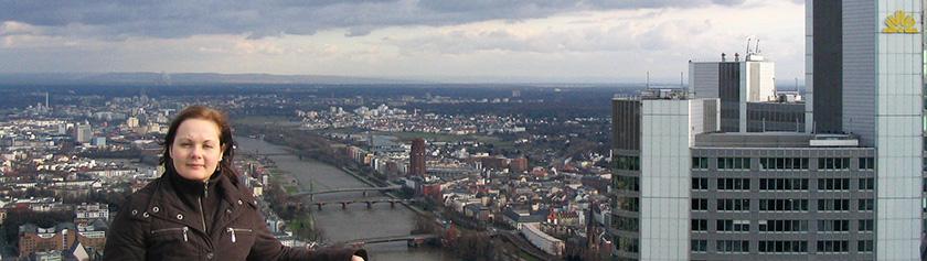 Frankfurtin pilvenpiirtäjien katveessa